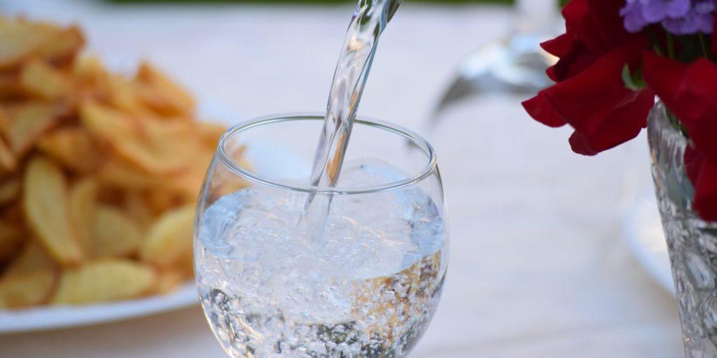 Auch das noch - alle Mineralwässer enthalten Mikroplastik!